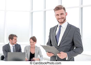ビジネスマン, 背景, オフィス, クリップボード, 微笑