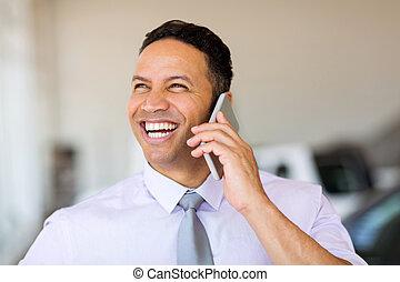 ビジネスマン, 話し続けている携帯電話