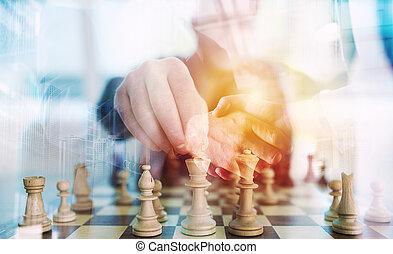 ビジネス戦略, ∥で∥, チェスの ゲーム, そして, ハンドシェーキング, ビジネス 人, 中に, オフィス。, 概念, の, 挑戦, そして, tactic., 二重露光