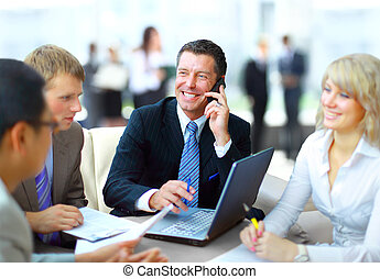 ビジネス男, 話すこと, 電話, 間, 中に, a, ミーティング