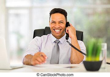 ビジネス エグゼクティブ, 話し, 上に, landline