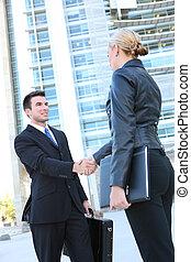 ビジネス チーム, 握手