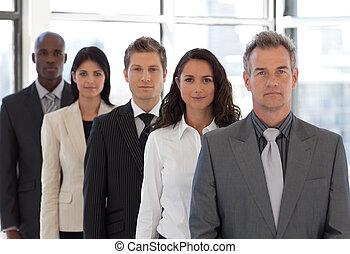 ビジネス, ポジティブ, 若い見ること, カメラ, チーム