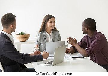 ビジネス, ミレニアムである, 議論, 創造的, 多人種である, チーム, 持つこと