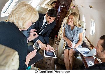 ビジネス 人々, ミーティング, 中に, 個人のジェット機