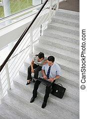ビジネス 人々, 上に, a, stairwell