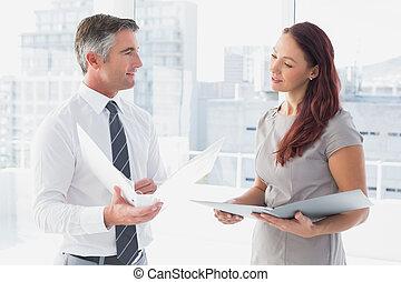 ビジネス 人々, 微笑, そして, 話し