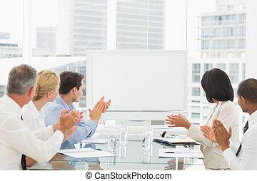 ビジネス 人々, 拍手喝采する, ブランク, whiteboard, 中に, 会議室