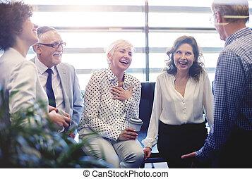 ビジネス 人々, 持つこと, 会話, ∥において∥, 休憩時間