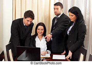 ビジネス 人々, 議論