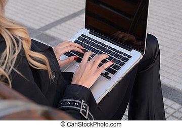 ビジネス 女, 上に働く, a, laptop.