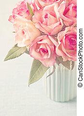 ピンクのバラ, つぼ