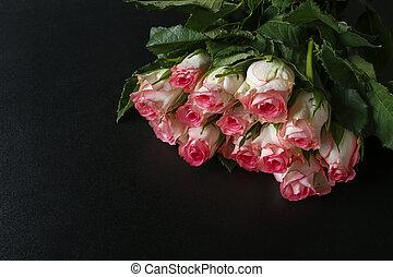 ピンクの背景, 花束, 黒, ばら, 光沢がある