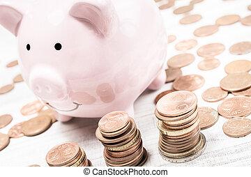 ピンクのpiggybank, 囲まれた, 山, euros, コイン