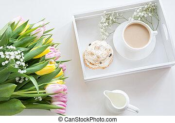 ピンク, パステル, コーヒー, チューリップ, カップ, 花束, 春, 上, 白, 黄色, 朝, 黒, ビュー。, 色, 新たに, 朝食, ミルク, ペストリー