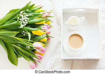 ピンク, パステル, コーヒー, チューリップ, カップ, 花束, 春, 上, 黄色, 朝, 黒, white., 色, 新たに, 朝食, ミルク, ビュー。
