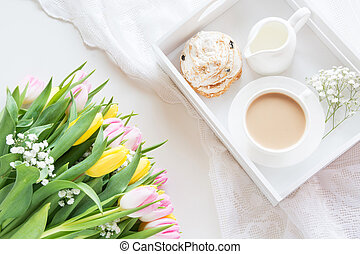 ピンク, パステル, コーヒー, チューリップ, カップ, 花束, 春, 上, 黄色, 朝, 黒, white., 色, 新たに, 朝食, ミルク, ビュー。, ペストリー