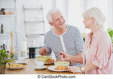 ピンク, 女性の 食べること, ワイシャツ, スープ, ミルク