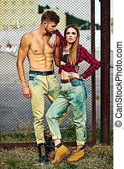ファッション, セクシー, 流行, ブロンド, 美しい, スタイル, 構造, モデル, ハンサム, 屋外で, ジーンズ, 皮膚, 明るい, 若い, muscled, 女, 恋人, sunbathed, 完全, 流行, 高く, 人, look.