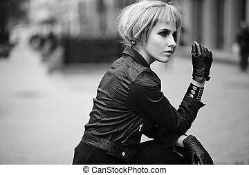 ファッション, ブロンド, モデル, 中に, ティーネージャー, スタイル, 中に, かつら, 屋外で, 路上で