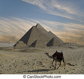ファンタジー, ピラミッド