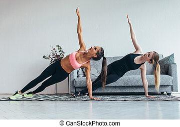 フィットしなさい, 練習, 家, 板, pilates, 側, 練習する, 女性