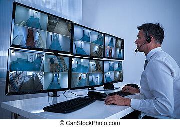 フィート数, cctv, システム, 見る, 机, オペレーター, セキュリティー