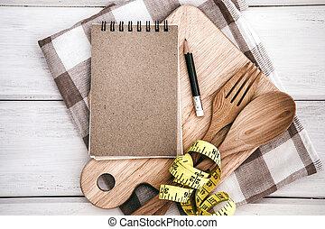 フォーク, 概念, 打撃, たたき切る, テーブル, メモ, テープ, 板, 白, 測定, 食物, メモ用紙, 食事, スプーン, 計画, 背景, 木製である, 調理法, 健康, 習慣, ∥あるいは∥