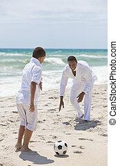 &, フットボール, 父, 息子, アメリカ人, アフリカ, サッカー, 浜, 遊び