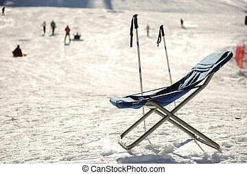 フルである, 冬の休暇, リゾート, 山, 椅子, 空, ヨーロッパ