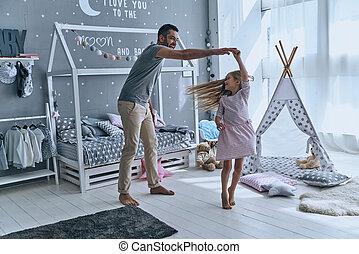 フルである, 娘, ダンス, 寝室, 父, 長さ, dance., 間, 手を持つ, 微笑, 自発