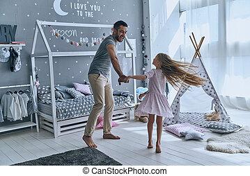 フルである, 娘, ダンス, 手, 父, 長さ, 間, 保有物, 寝室, princess., 微笑