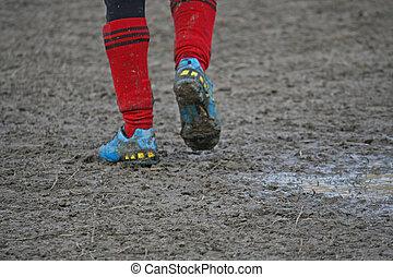 フルである, 靴, プレーヤー, 泥, 泥だらけである, フットボールフィールド, 子供, の間, サッカー, 遊び, ...