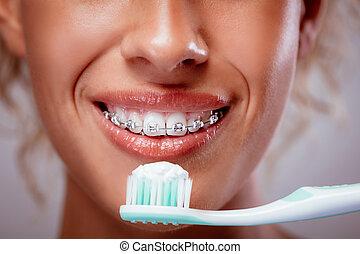 ブラシをかけること, 支柱, 歯