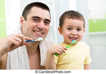 ブラシをかけること, 男の子, 歯, 父, ベッド, 行く, 子供, 前に