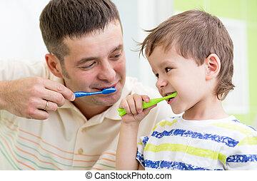 ブラシをかける 歯, 父, 子供, 息子