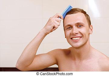 ブラシをかける 毛, 彼の, トップレスで, 人