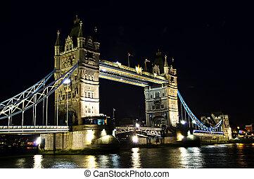 ブリッジ塔, ロンドン, 夜