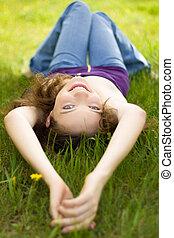 ブルネット, 牧草地, 若い, ティーネージャー, 微笑, 女の子