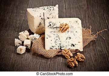 ブルーチーズ, 木製のテーブル