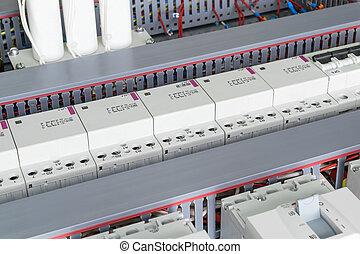 ブレーカ, 送電線, 管, capacitors., モジュール式である, 配線, 回路, contactors, いくつか