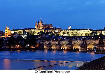 プラハ, チャールズ 橋, そして, プラハ城, hradcany, 夜で