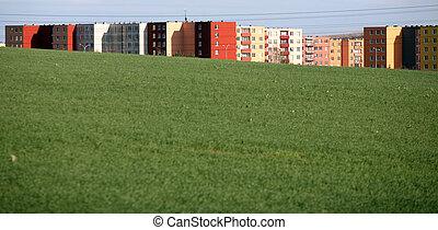 プレハブ, 家, 窓, coulred, フィールド, 緑, 多数, 隠された
