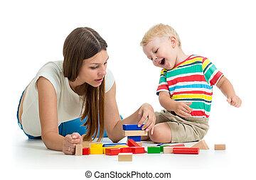 プレーしなさい, 彼の, 一緒に, お母さん, おもちゃ, 子供