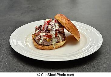 プレート, ハンバーガー, 見なさい, 中, 味が良い, 白