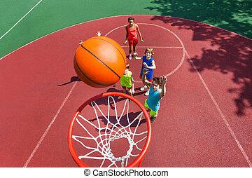 プレーボール, 飛行, 上, バスケット, 十代の若者たち, 光景