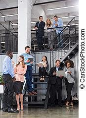 プロジェクト, 階段, グループ, オフィス, 働いている人達, 成功した, 論じる, 現代, スペース, 一緒に, 作戦, ビジネス, 混合, businesspeople, レース, チーム, 新しい, 開いた