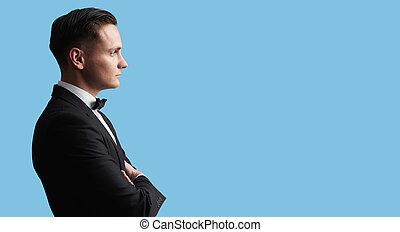 プロフィール, brunete, 若い, 黒いスーツ, ハンサム, 人