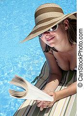 プール, 女性の 読書, sunhat