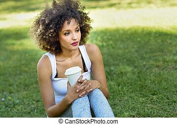 ヘアスタイル, 女, 公園, コーヒー, 飲むこと, アフリカ